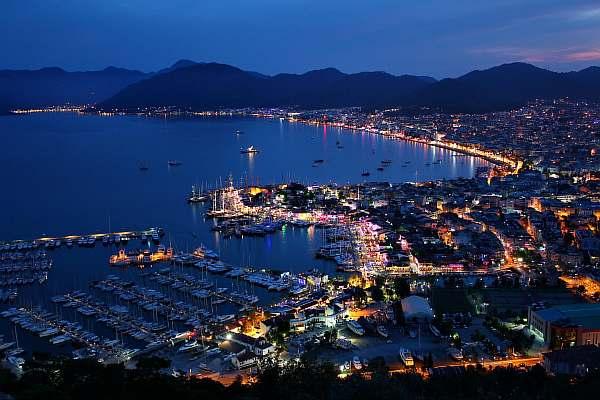 Вечерний город в Турции