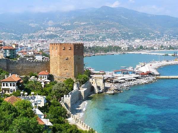 Крепость на берегу