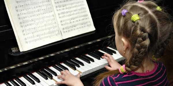 До скольки можно играть на пианино