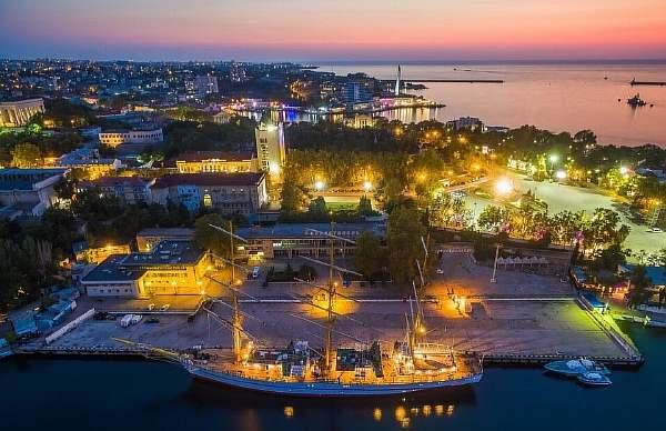 Вечером в Севастополе