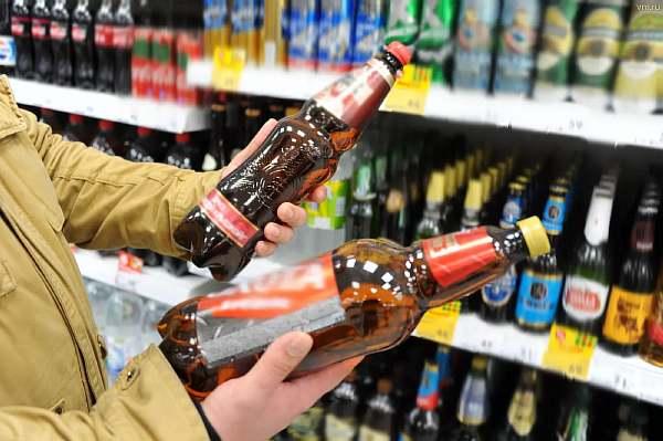 Покупатель с пивом
