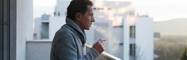 Курильщик осенью