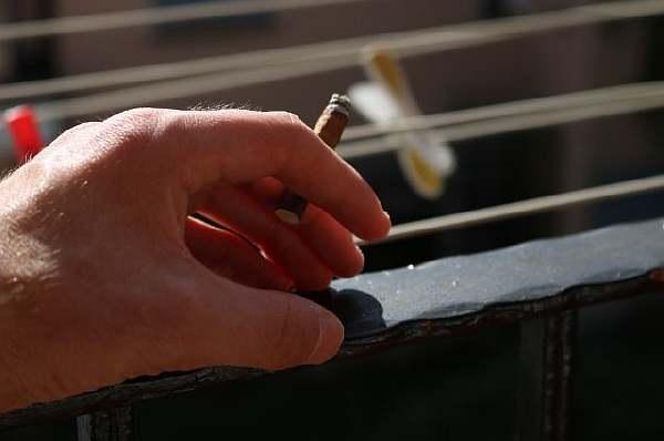 Можно ли курить на балконе своей квартиры в многоквартирном доме по новому закону 2020–2021 года