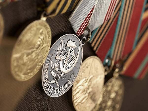 Медали на груди